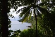Vue sur Voravor et Liro depuis la jungle sur la route menant de Voravor à Tahi.