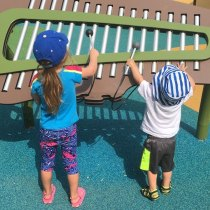 Two children playing a xylophone in the play area at Riverside Park. Photo by @jenncubby on Instagram.