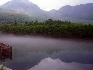 Stay at Kamikochi - Twilight foggy pond, natural spring river, wild monkeys