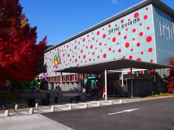 Fall Foliage Collaborates with Yayoi Kusama's Artwork on City Museum of Art