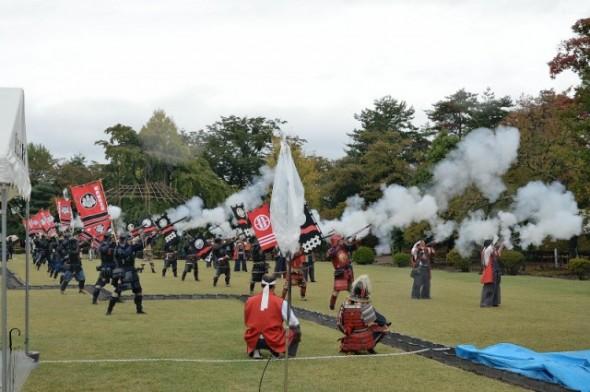 Old-fashioned Guns Impress at Matsumoto Castle