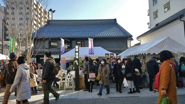 Lively market at the Kurassic-kan in Nakamachi