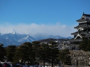 凍る川・凍る堀・白い山と松本城
