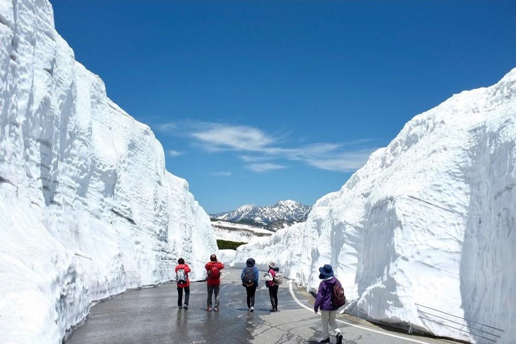 Murs de neige sur le Mont Norikuradake
