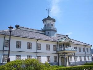 明治の擬洋風建築、学校を見る