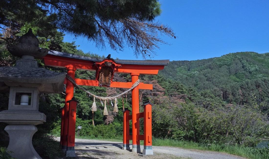 Chikato Shrine and the Chikatoyama Walking Course