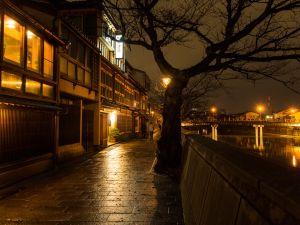 金沢観光特別ツアー「おとなの夜散歩〜浅野川そぞろ歩き」