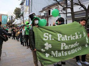 寒の戻り「St.Patrick`s Day」 ナワテ通りパレード