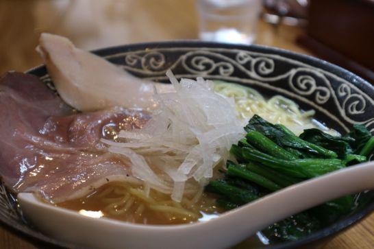 鶏白湯醬油ラーメン