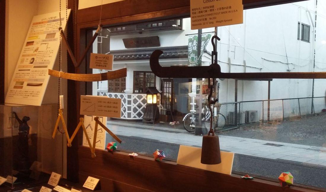 Musée de la Balance, Soie et Kura Traditionnelle