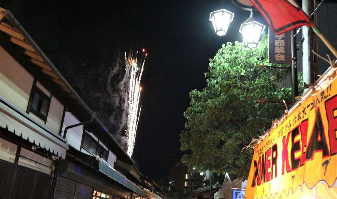 長い梅雨が明けた夜 街中に咲く花火 松本 夏の納涼祭