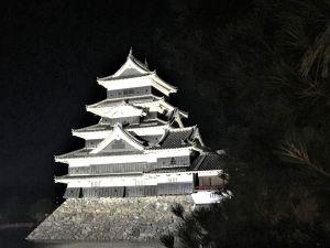 Wunderschön auch in der Nacht – die Matsumoto Burg