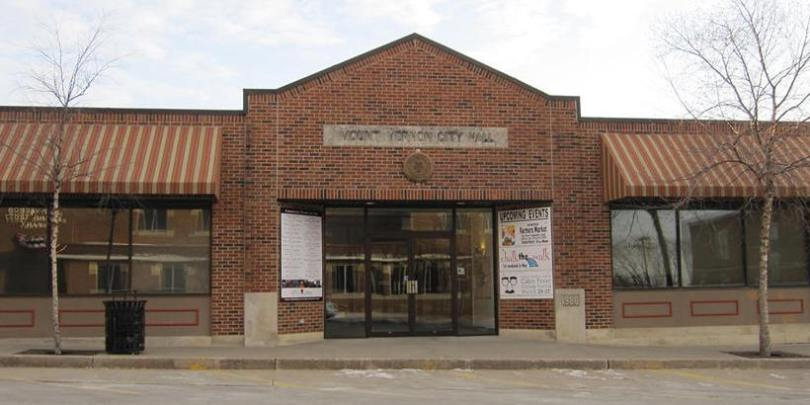 Photo of the entrance of Mount Vernon City Hall