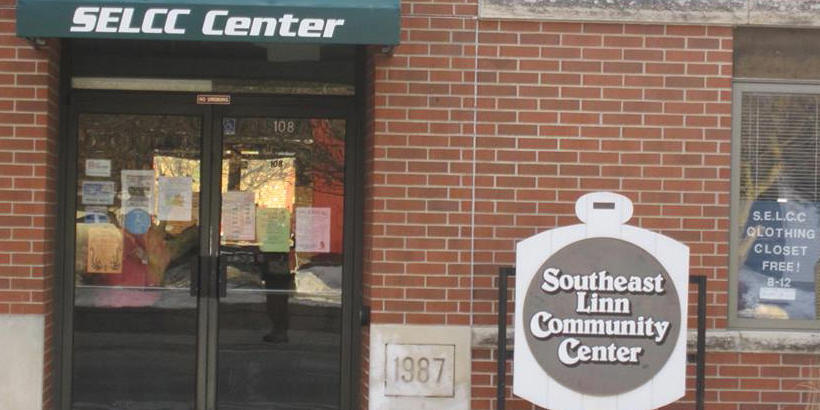 Photo of the entrance to the Southeast Linn Community Center