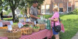 Mount Vernon Outdoor Summer Farmers' Market Table