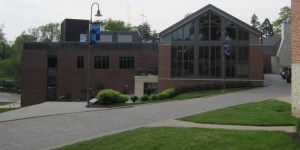 Cornell College side view of Thomas Commons