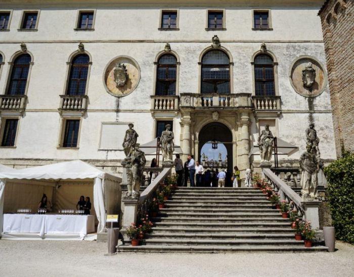 Best Prosecco Festival in Italy Vino in Villa entrance to Castello di San Salvatore