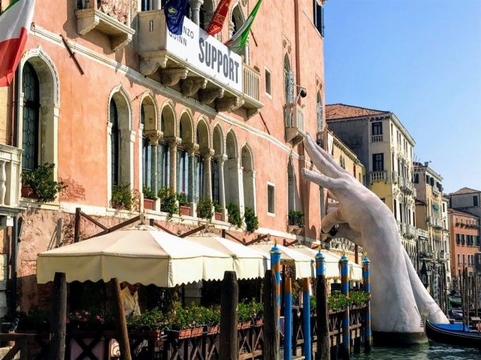 Where to stay in Venice hands