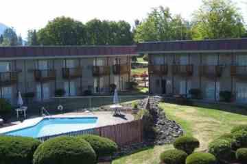 Cedars Inn Outdoor Pool