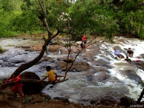 Kachang Şelalesi - yerli turistler