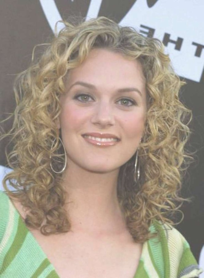 Medium Naturally Curly Hairstyles Pictures