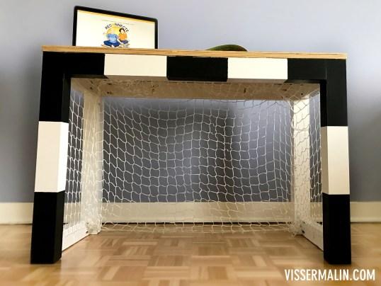 comment faire un bureau en cage de foot pour enfant. Black Bedroom Furniture Sets. Home Design Ideas