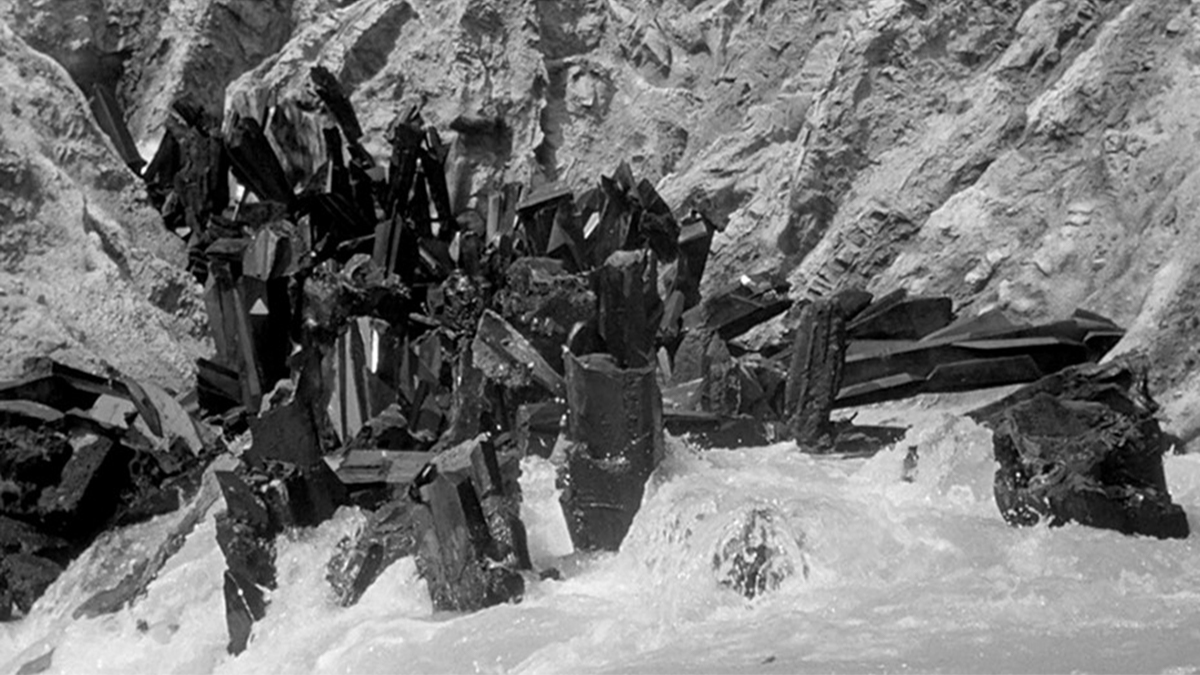 Scene showing the rock monoliths being destroyed in saltwater in The Monolith Monsters (1957)