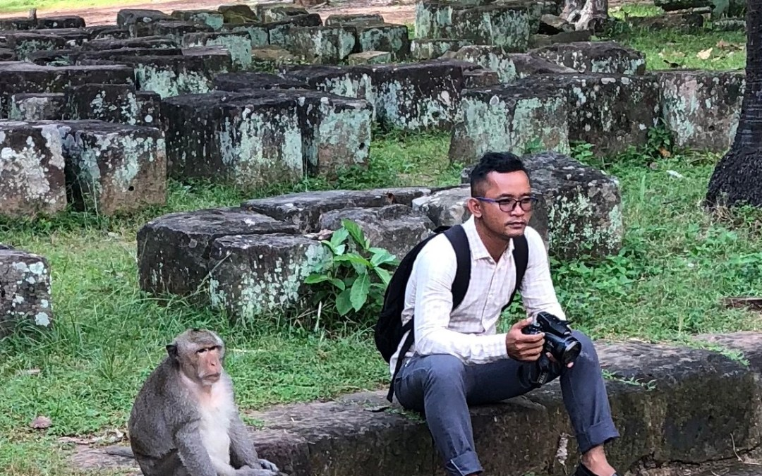 What not to do around wild monkeys!
