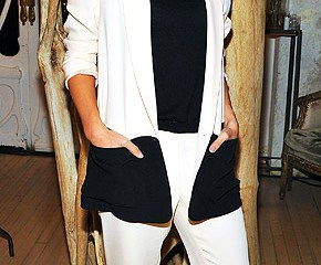 Jessica Alba at her baby product line launch party in Jenni Kayne suit with snakeskin peep-toe pumps
