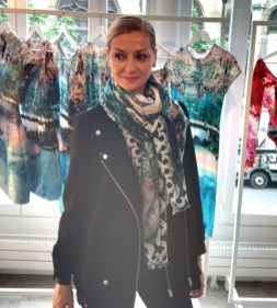 LM playing with the new scarf prints