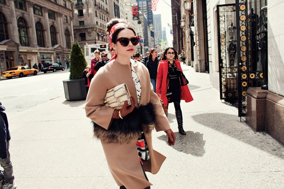 http://www.harpersbazaar.com.au/news/fashion-buzz/2012/5/fashions-most-turned-to-it-girls/image-6/