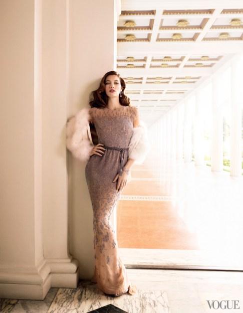 Jessica Biel in Oscar De La Renta   Vogue