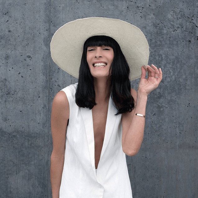 @eyeswoon nails the all white everything look while lining up her summer wardrobe