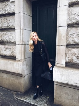 Lisa Marie arriving to Hermès - Rain