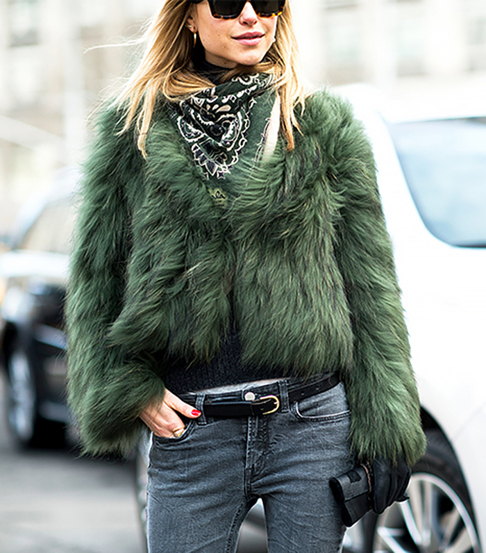Look de PErnille, green chubby fur, street style_thumb_700x796-1