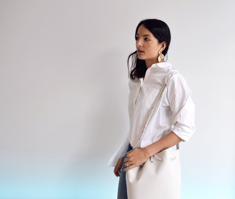 Gabriela Rocha White shirt cropped jeans fashion stylist
