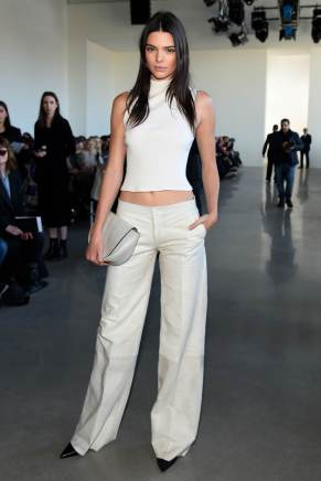 kendall-jenner-calvin-klein-fall-2016-show-in-nyc-2-18-163