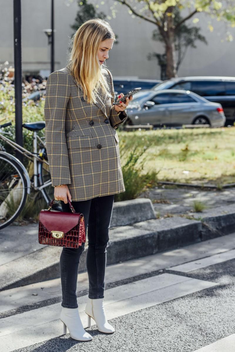 blogger in menswear blazer street style