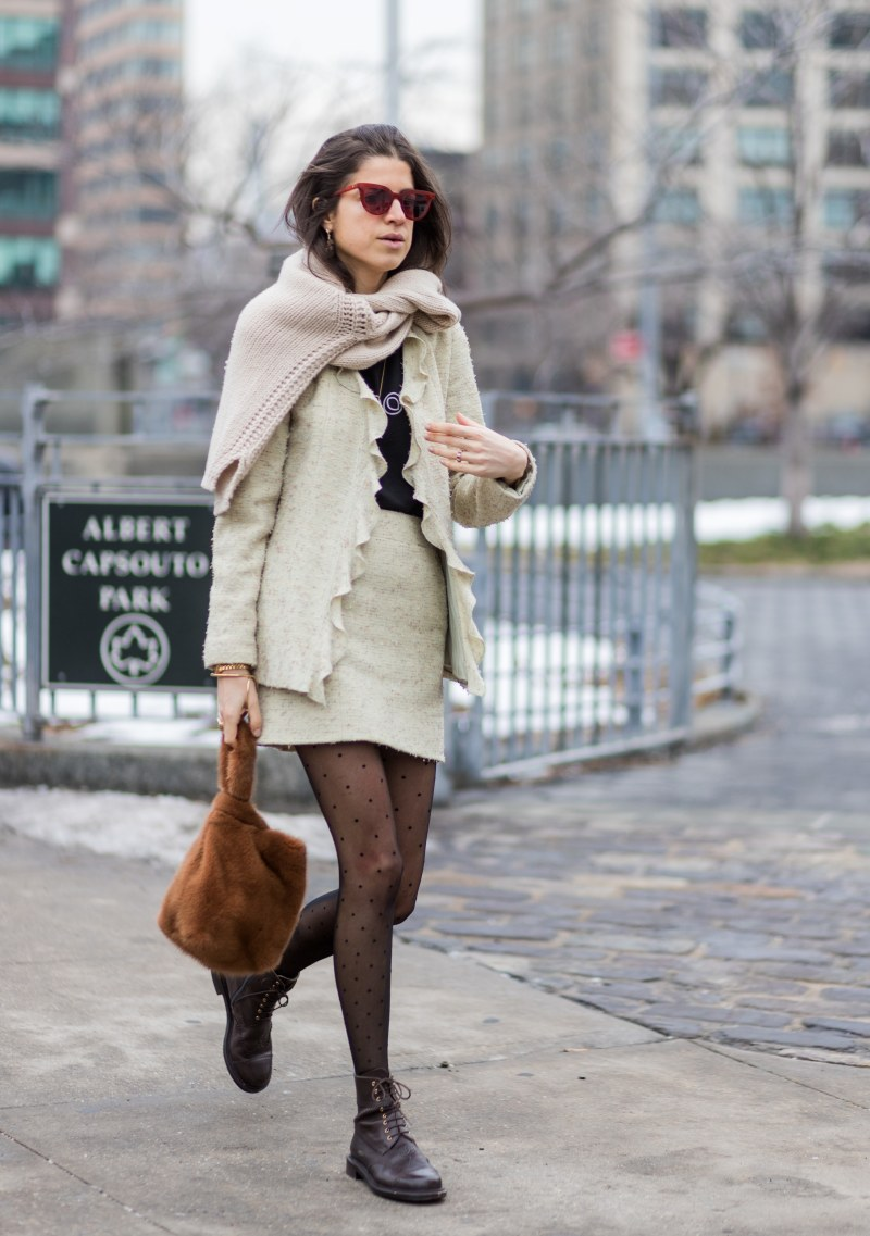 Blogger Man repeller carrying a furry bag street style