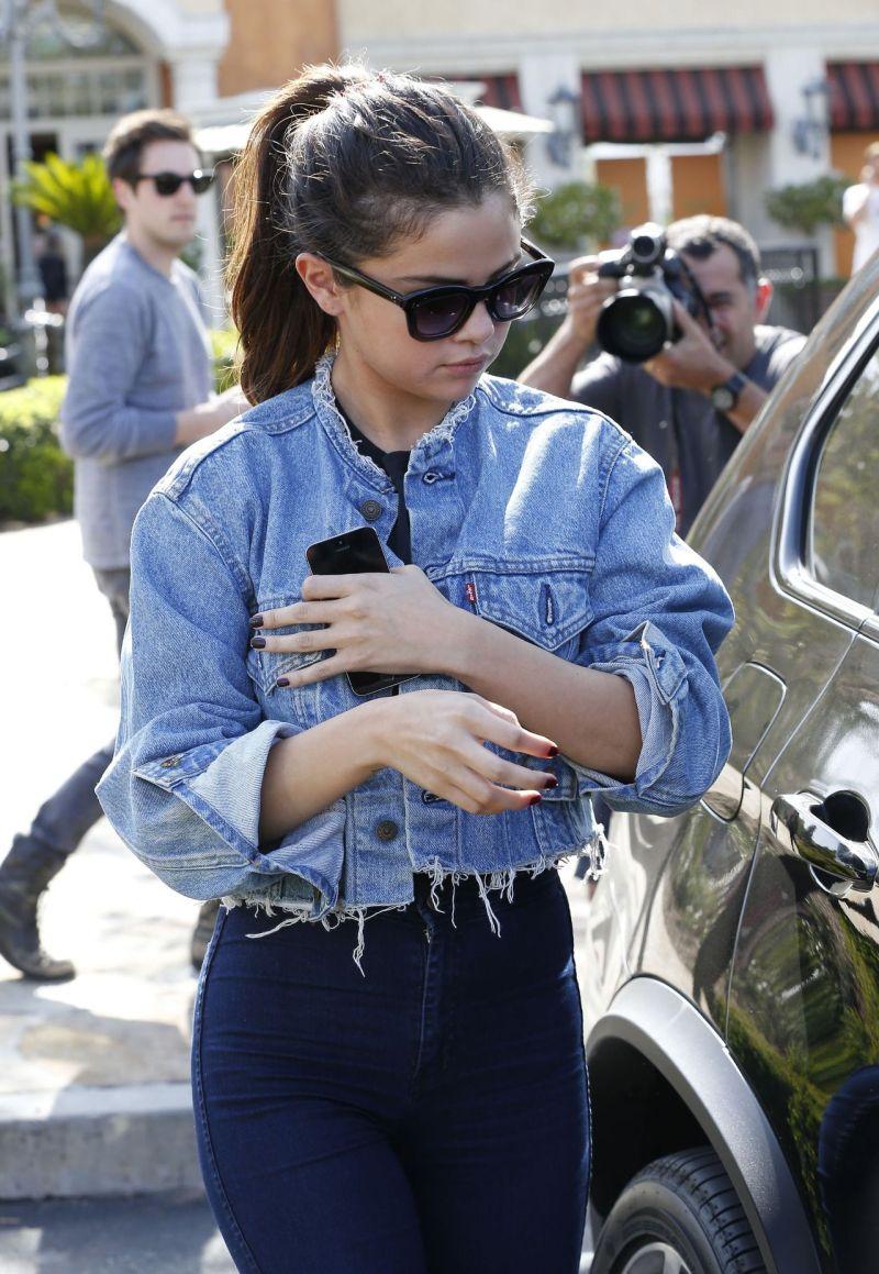 Selena Gomez street style