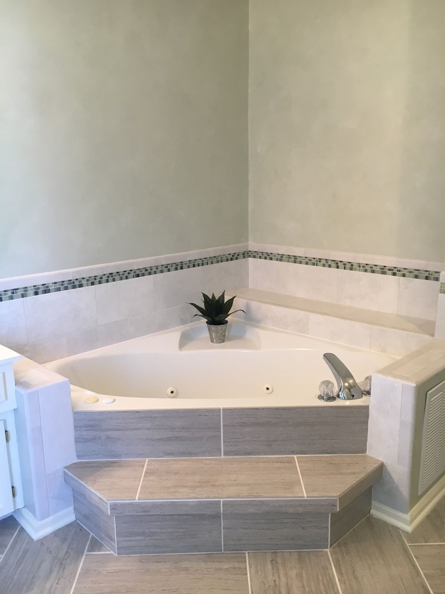 corner tubs for small bathrooms you ll