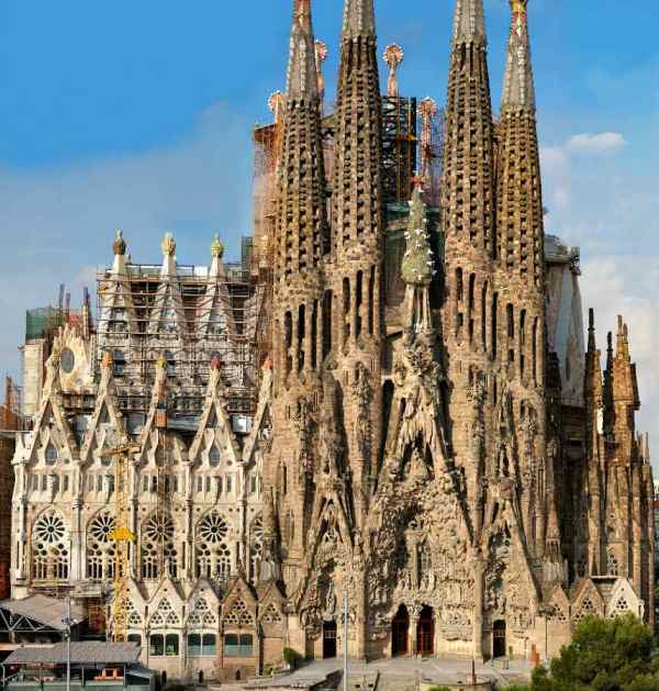 La Sagrada Familia Basilica | The Travelling Gourmet