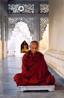 СИЛА ВИЗУАЛИЗАЦИИ Monk-meditating