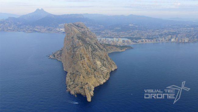 Vista aérea desde el mar con drones