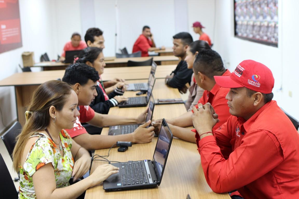Favorecidos trabajadores de VIT con carnetización del PSUV