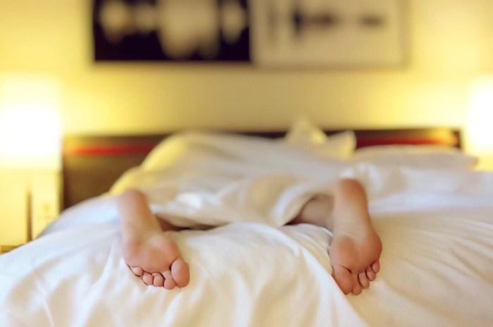 Stoffwechsel anregen Hausmittel - Schlafe genug und rege deinen Stoffwechsel an