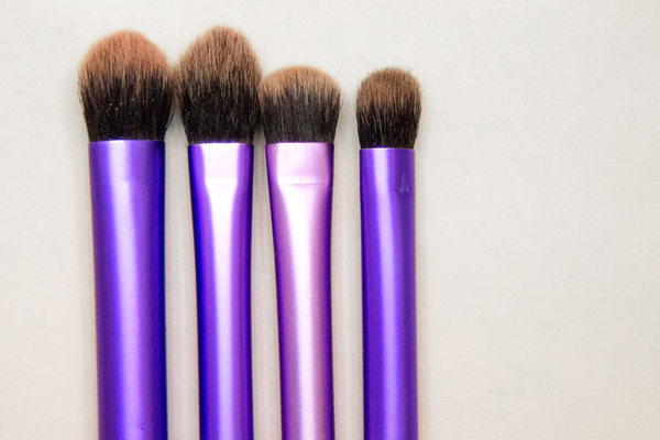 makeup habits making you sick - dirty brushes