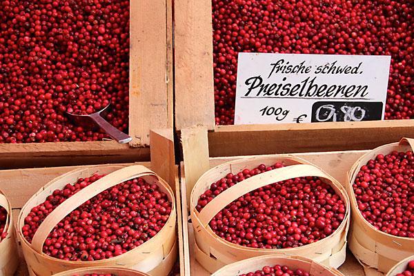 top 10 foods with health benefits - cranberries