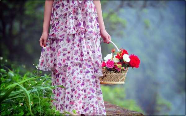 Девушка с цветами в руках без лица – Ой!