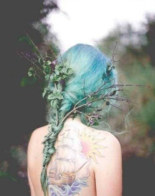 Фото цветов в руках девушек без лица – (1 540 )